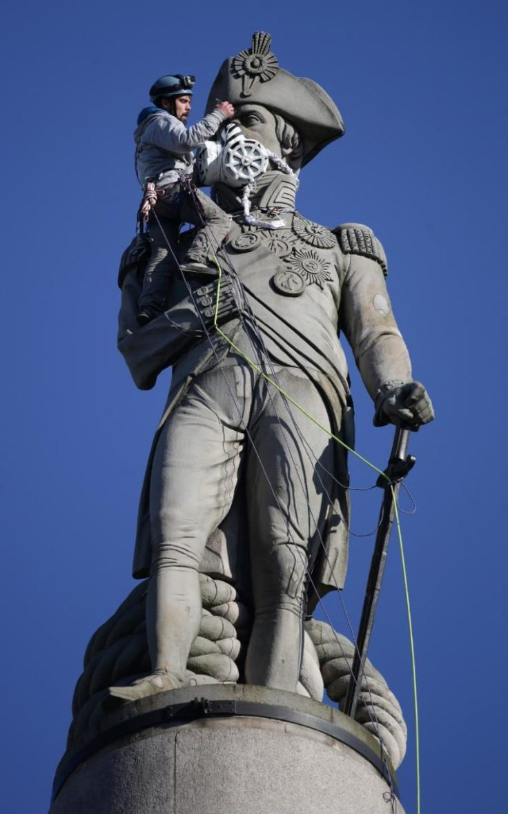 95743530_Luke_Jones_places_a_mask_on_the_statue_of_Lord_Nelson_in_LondonÕs_Trafalgar_Square_after_he-xlarge_trans++XgrBd0P19THPvf9738yRPZcfgVfmmF-i9Rdar_PlT-Y